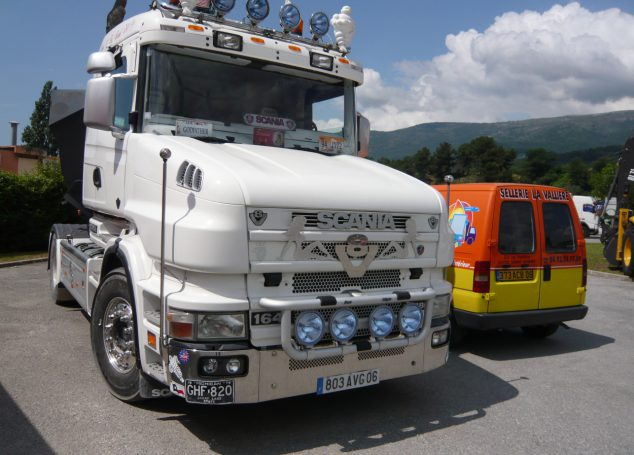 Camions, bus, utilitaires